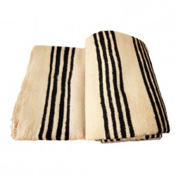 Manta de lana con rayas negras